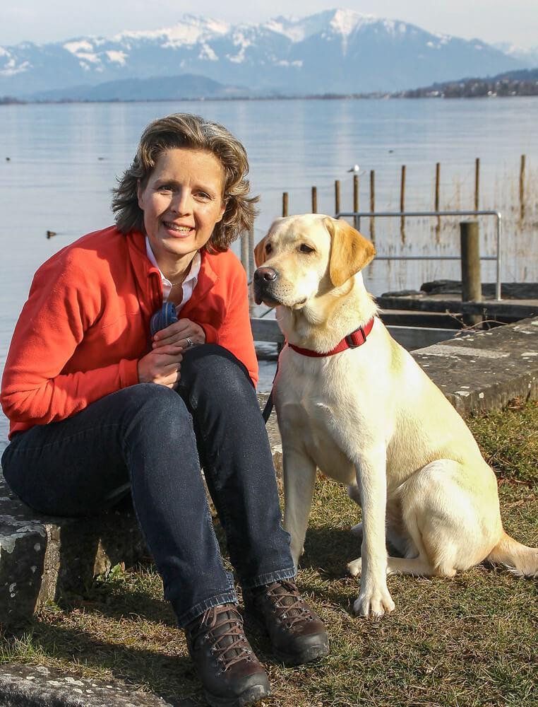 Simone Billeter mit Hund Emma