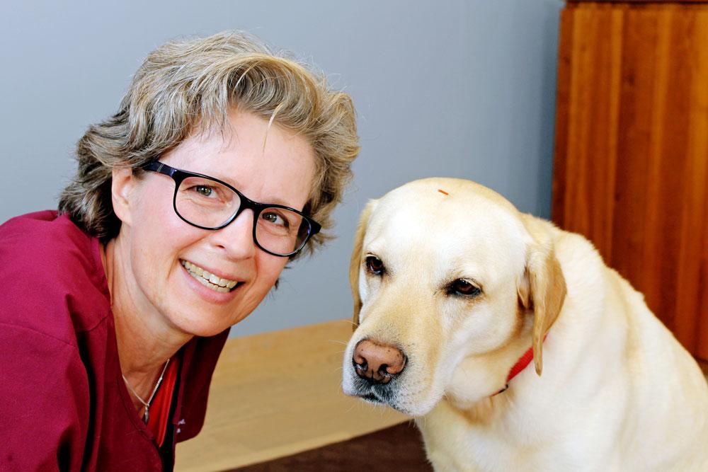 Simona Billeter mit einem Hund
